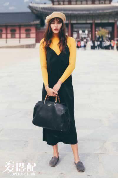罗纹毛衣+吊带连衣裙+平底鞋