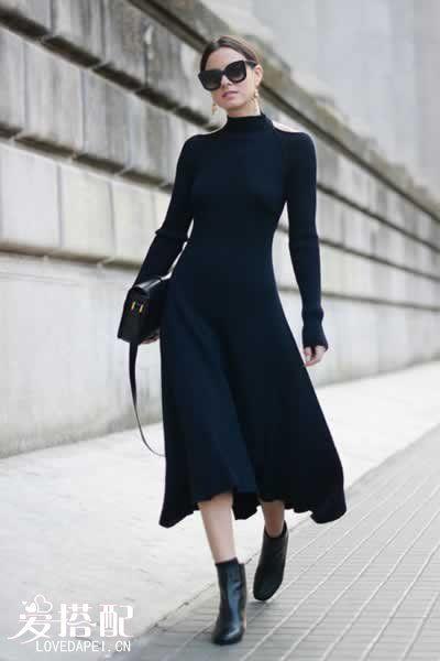 黑色长款毛衣裙+及踝靴
