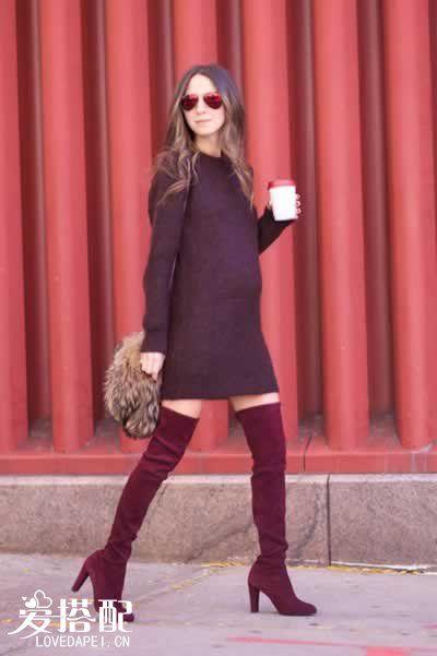 酱紫色毛衣裙+过膝长靴